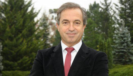 Fontainhas Fernandes apresenta candidatura a reitor