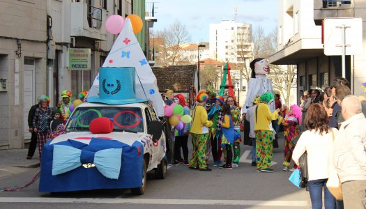 Corso carnavalesco anima as ruas de Vila Real